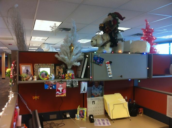 Amenajarea biroului pentru petrecerea de Craciun, Foto: abbeyscathouse.wordpress.com