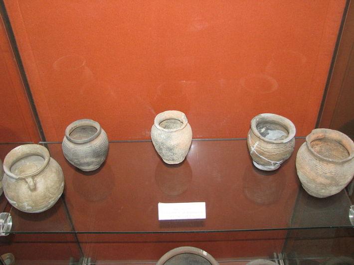 Ceramica din secolul X-XI expusa la Muzeul National al Unirii de la Alba Iulia, Foto: commons.wikimedia.org