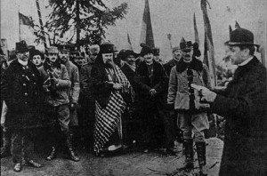 Episcopul Iuliu Hossu dă citire Rezoluției de la Alba Iulia Sursa: wikipedia.org