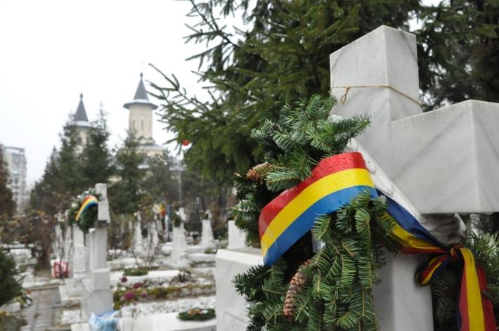 Depunere de coroane la mormantul eroilor cu ocazia Zilei Nationale a Romanilor, Foto: realromania.wordpress.com