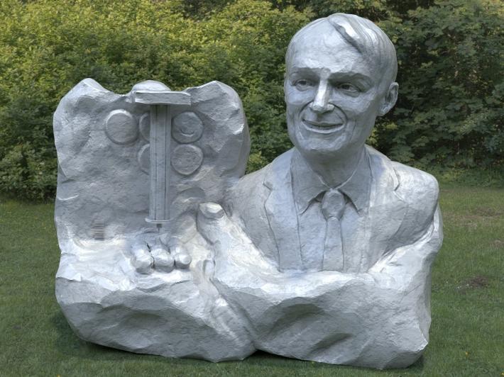 Statuia lui Ernst Ruska, Foto: zbrushfun.wordpress.com