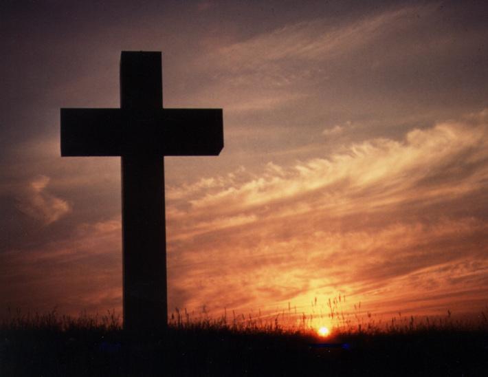 Crucea, unul dintre simbolurile Pastelui, Foto: prepareforrainblog.wordpress.com