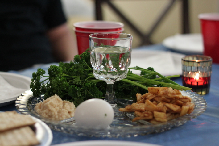 Seder, masa traditionala de Paste, Foto: robinsonhomesweethome.wordpress.com