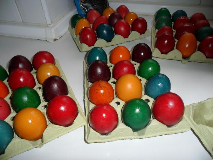 Oua viu colorate de Paste, Foto: ispasmarian.wordpress.com