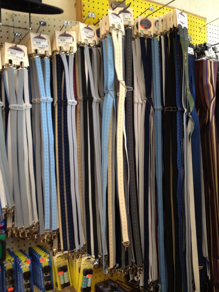 Diferite culori de bretele, Foto: distilledopinion.wordpress.com