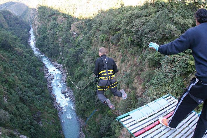 Bungee-jumping in Bhote Khosi, Kathmandu, Nepal, Foto: arikairflight.wordpress.com