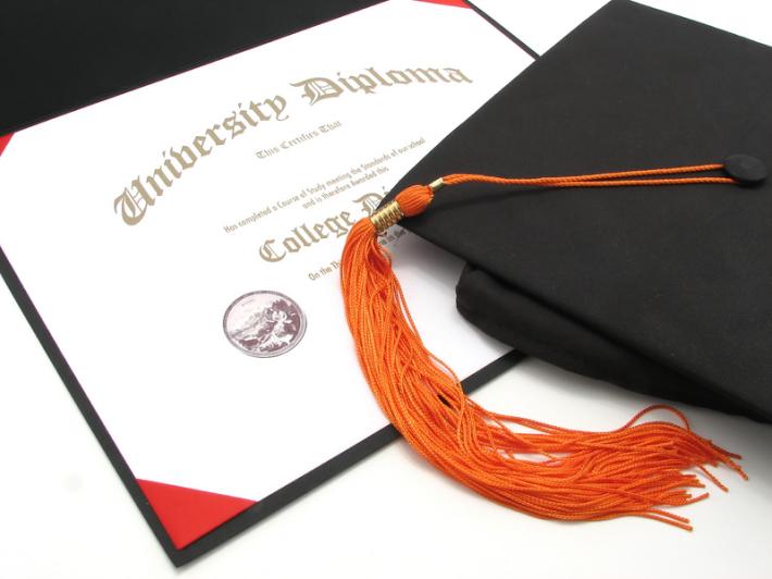 Diploma si toca de absolvire, Foto: ftfinfo.wikispaces.com