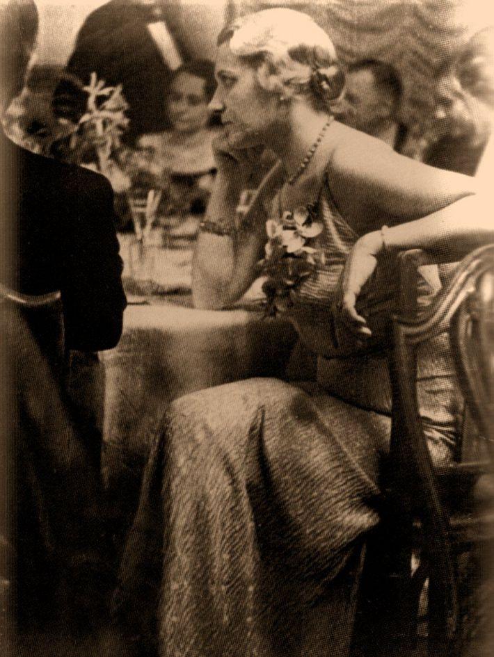 Eva Braun la o petrecere, Foto: abfabtreasures.wordpress.com