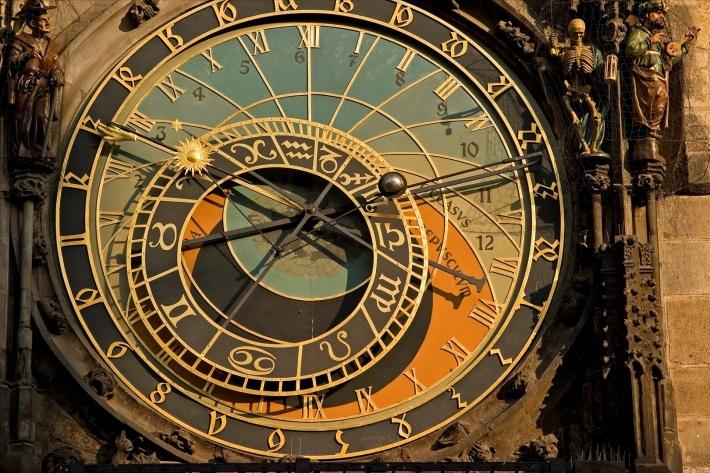 Masurarea timpului , Foto: csabatelli.wordpress.com