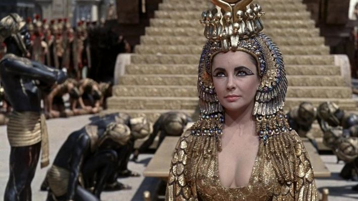 "Elizabeth Taylor in rolul Reginei Cleopatra in filmul ""Cleopatra"", Foto: rolbenzaken.vip-blog.com"