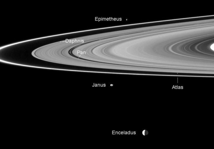 Satelitii lui Saturn, Foto: astrobob.areavoices.com