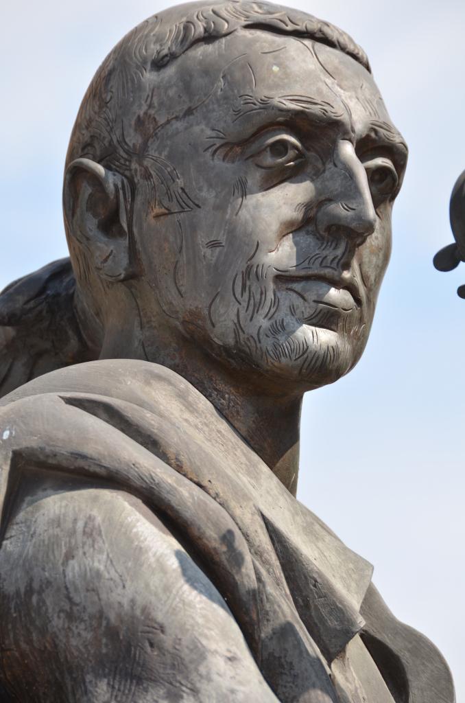 Statuia lui Antonio Stradivari din Cremona, Foto: it.wikipedia.org