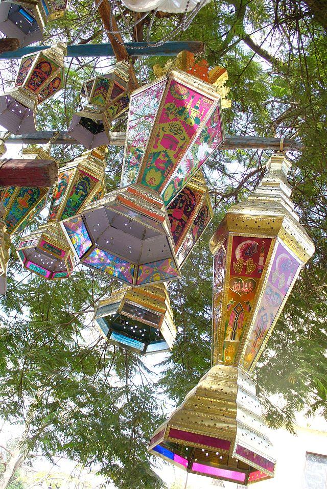 Lampi atarnate in copaci, traditii de Ramadam in Cairo, Foto: en.wikipedia.org