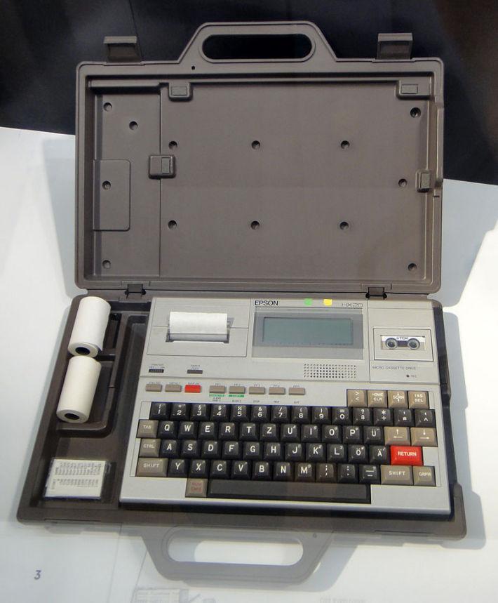 Laptop modelul Epson HX-20, Foto: en.wikipedia.org