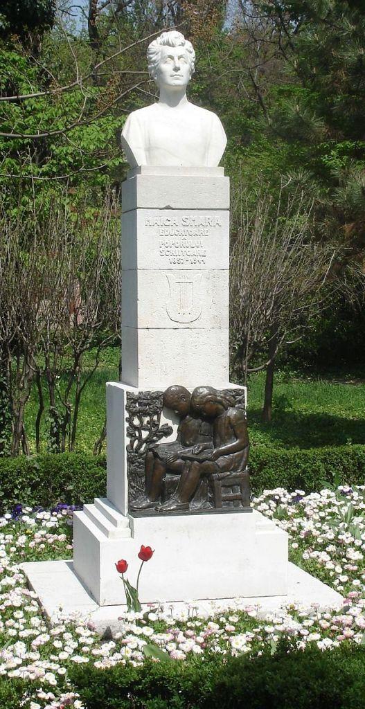 """Monumentul """"Maica Smara"""" din parcul Cişmigiu din București, sculptor: Mihai Onofrei, Foto: ro.wikipedia.org"""