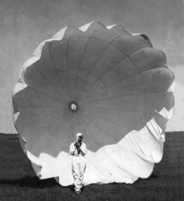 Smaranda Braescu prima parasutista din Romania, Foto: catrafuse.wordpress.com