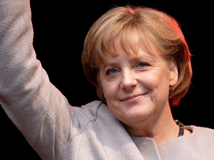 Angela Merkel salutand multimea, Foto: blogdodelmanto.blogspot.com