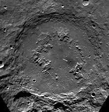 Crater de pe luna, Foto: lunarnetworks.blogspot.com