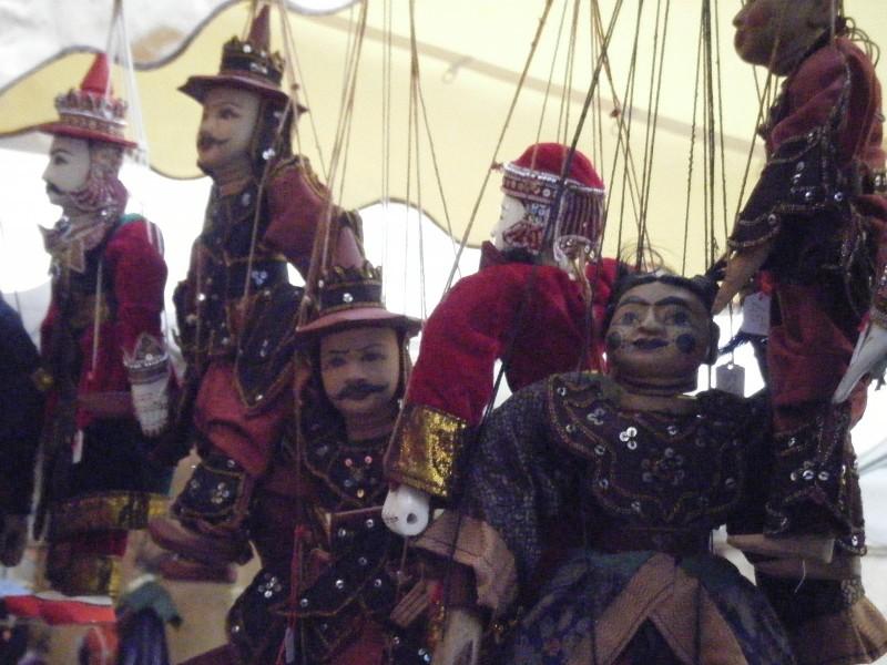 Papusi de la Festivalul Mondial al Teatrului de marionete din Franta, Foto: beach-combingmagpie.blogspot.com