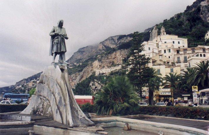 Statuia lui Flavio Gioja, Foto: en.wikipedia.org