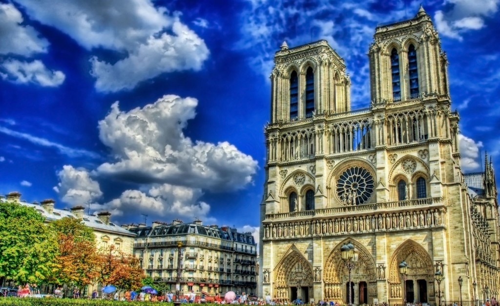 Catedrala Notre Dame de Paris; Sursa: superbwallpapers.com
