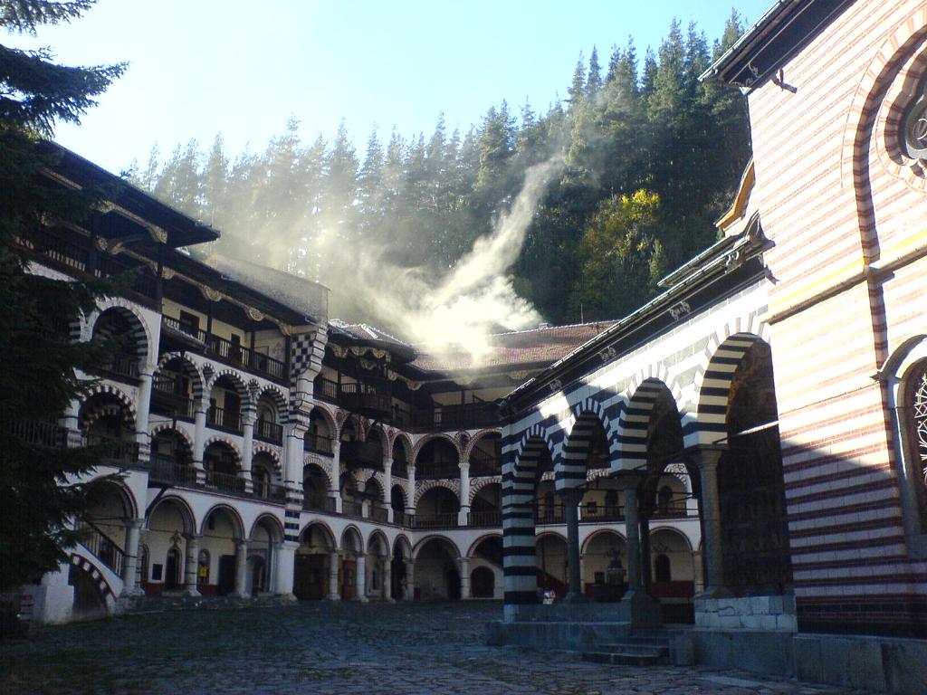 curte interioara manastirea rila