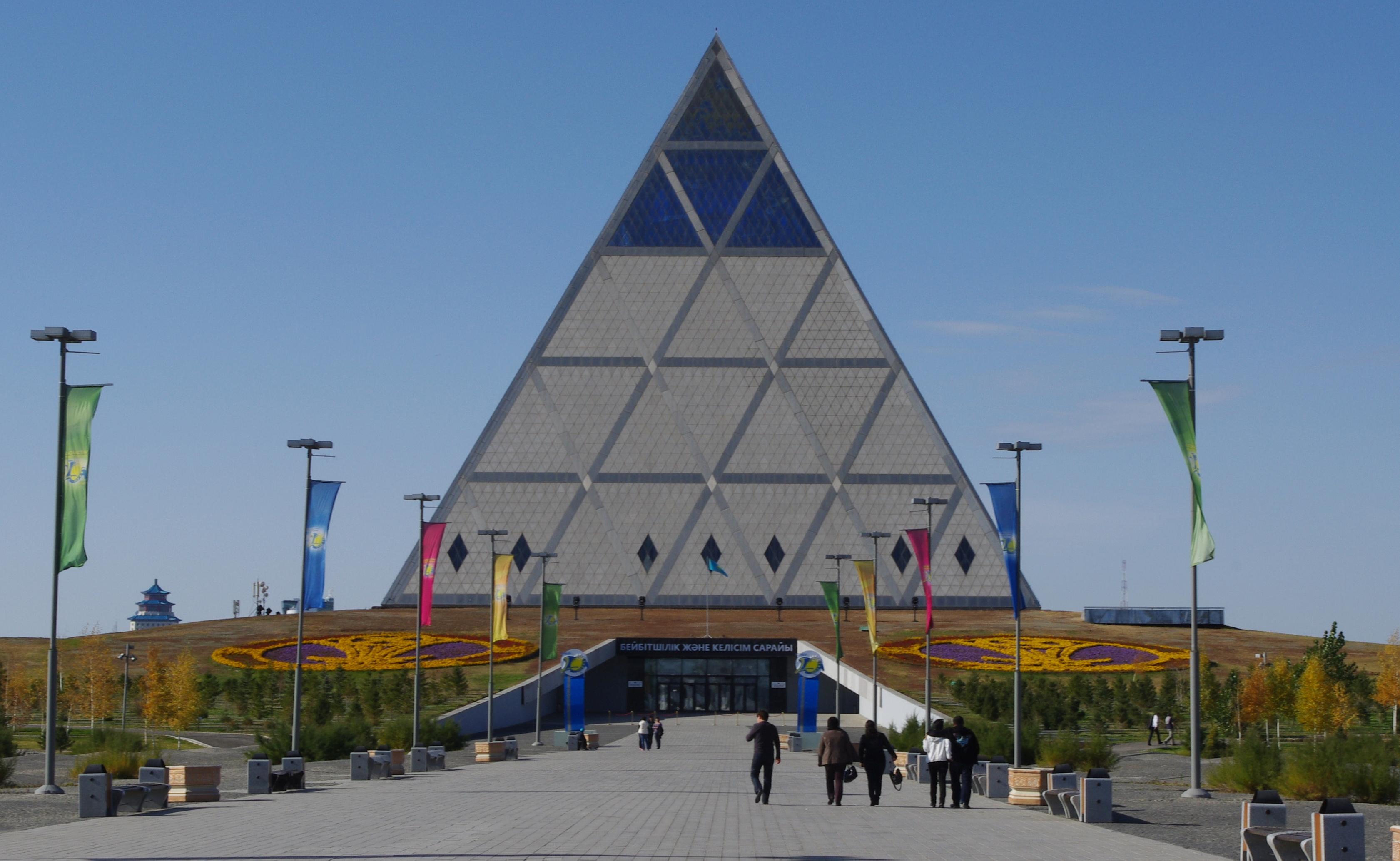 Constructia de orase tip piramida