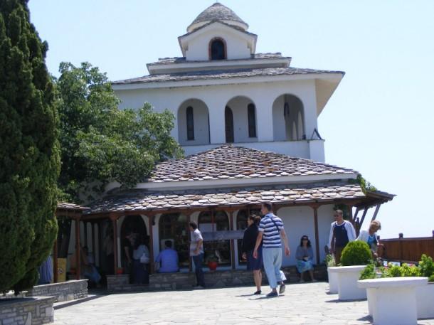 2 Biserica veche a manastirii Sfantul Arhanghel MIhail