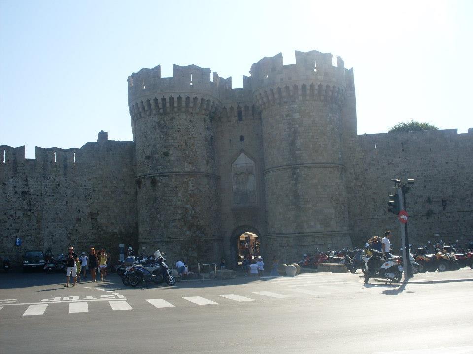 Una dintre intrările în Vechiul oraş medieval.