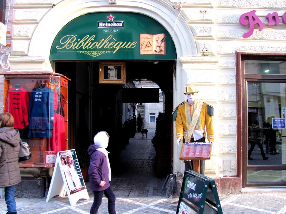 "Cafeneau""Bibliotheque"" din oraşul Braşov, România"