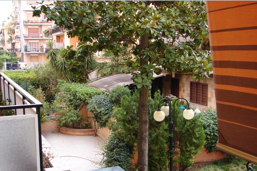 Apartamentul de la Roma, Upim