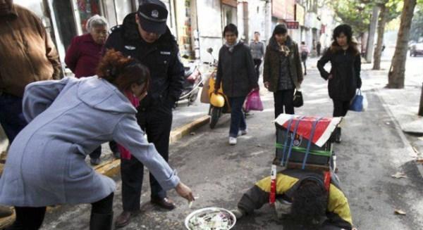 milosii ii dau bani, foto viralious.com
