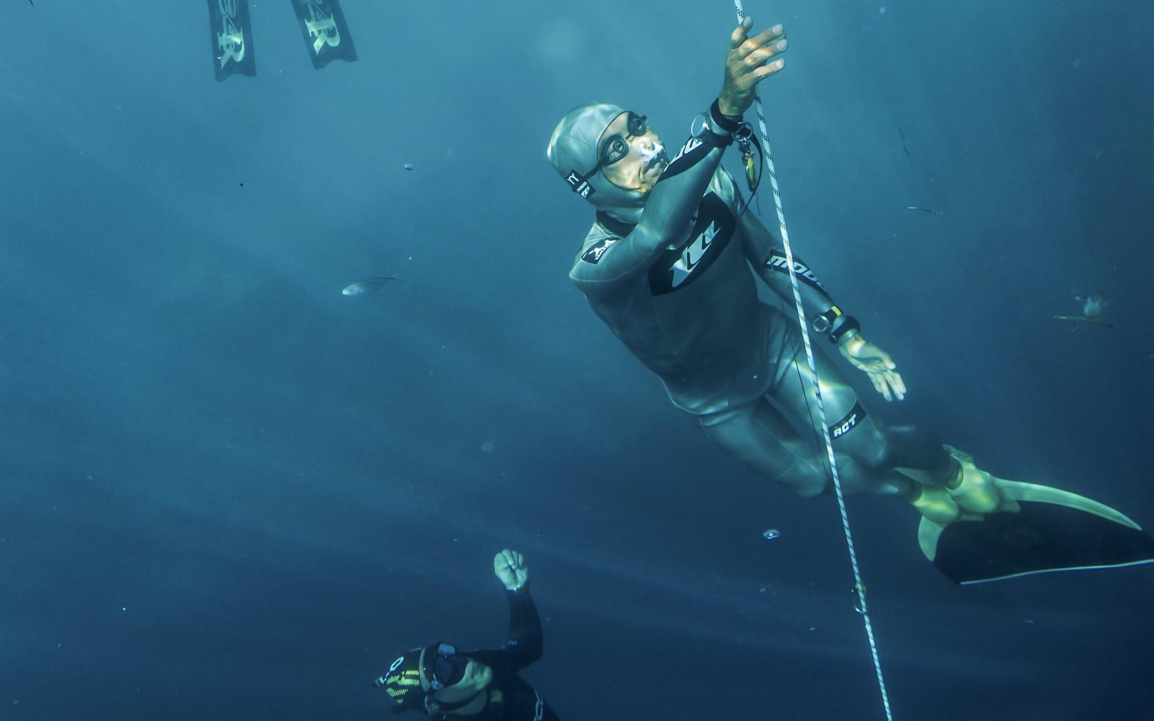 11.Freediving-157514216-1680x1050