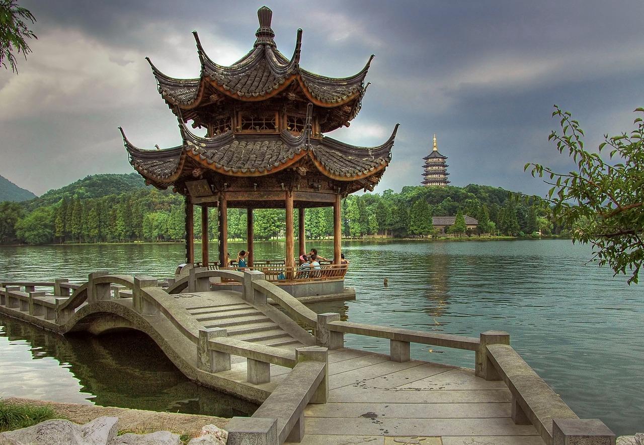 Hangzhou lacul poetilor din China