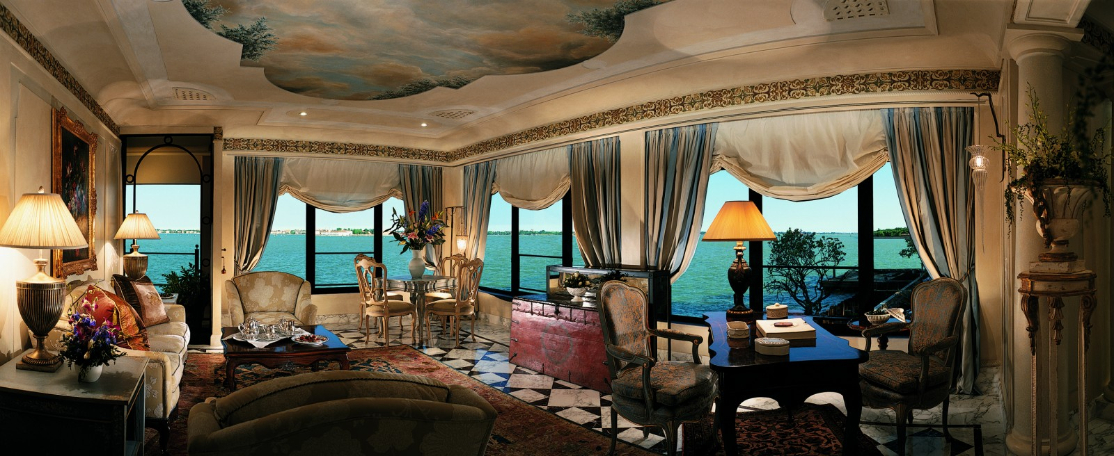 Hotel-Cipriani-The-extraordinary-view-of-the-Venetian-lagoon-from-the-sitting-room-of-the-exclusive-Palladio-Suite-1600x656