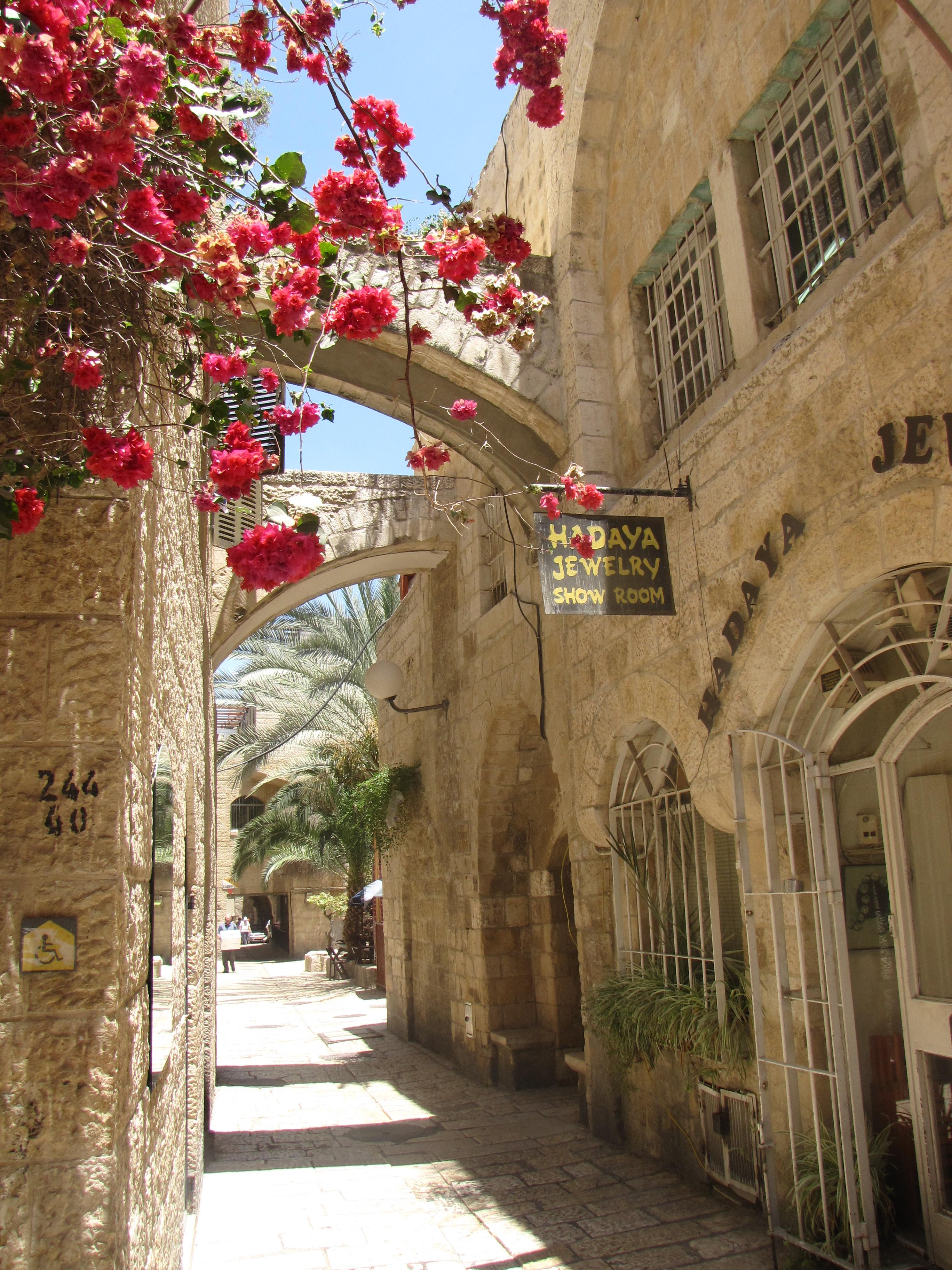 Old_Jerusalem,_Jewish_Quarter_road,_Hadaya_Jewelry_2009