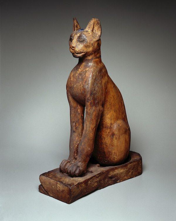 Sculptura din lemn si bronz care infatiseaza o pisica si a carei provenienta nu este cunoscuta. Se presupune ca dateaza din anul 305 i.Hr Foto: www.artnews.com