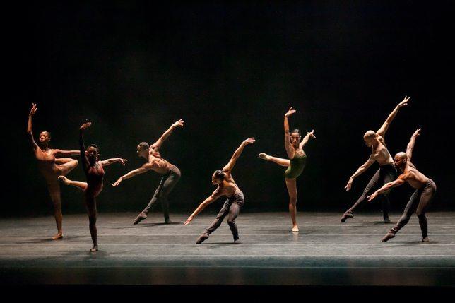 Balet contemporan, Foto: licmuzicabn.ro