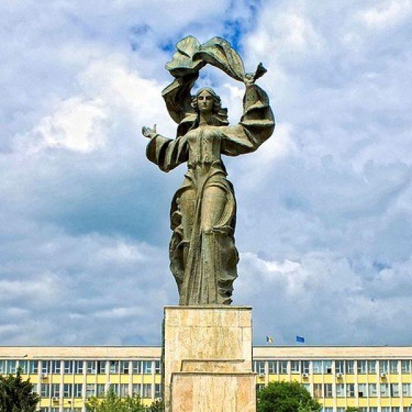 Statuia independentei din Iasi, Foto: hotelurivilepensiuni.ro
