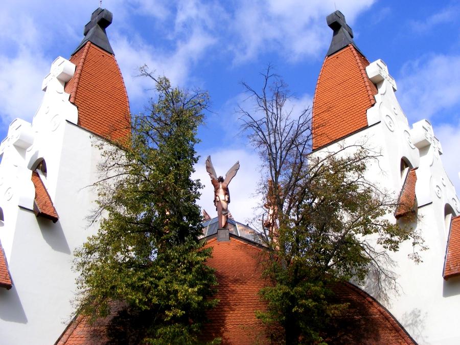 Biserica Milenium ingeri si aripi