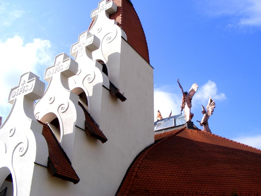 Biserica Milenium ingeri si cruce
