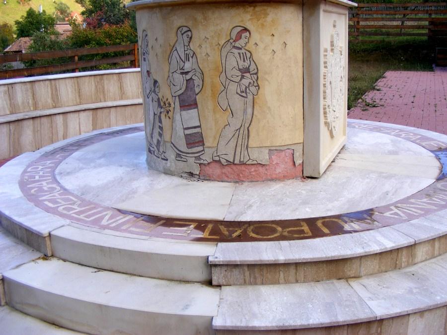 Monument motive folclorice