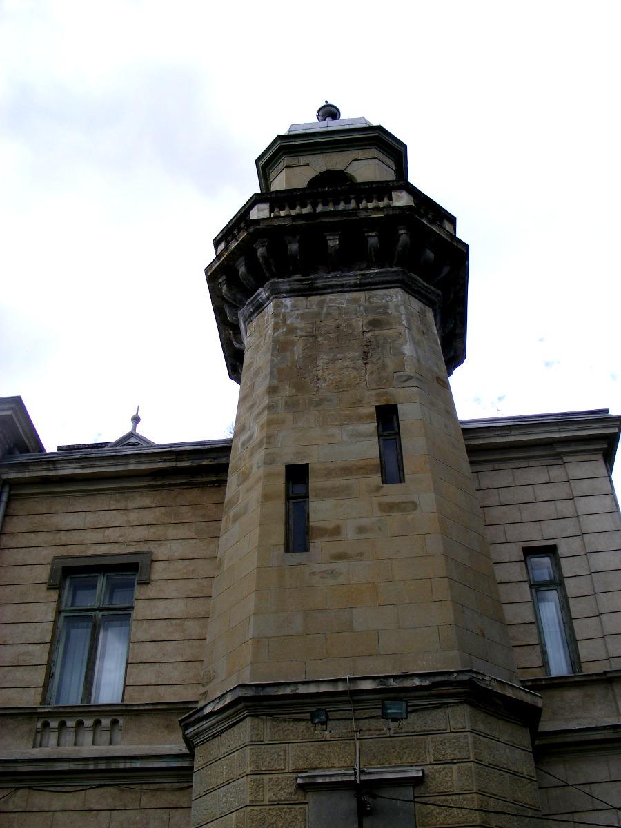 turnul lateral al palatului