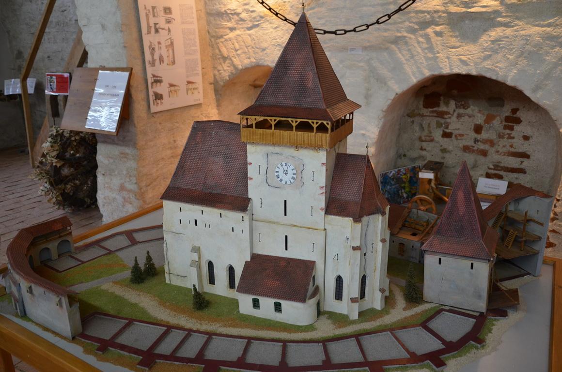 97 - Axente Sever - Biserica fortificata - 12.12.2013