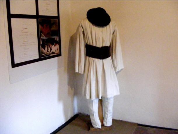 costumul lui ion
