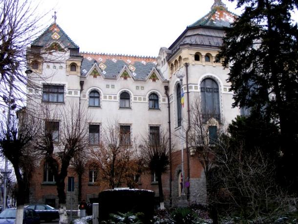 palatul prefecturii lateral tg mures