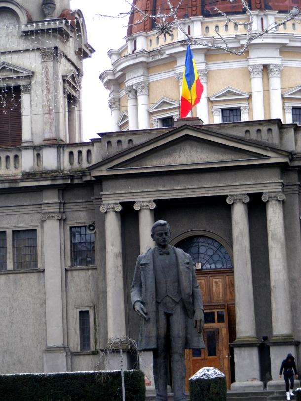 statuia primarului catedrala mica
