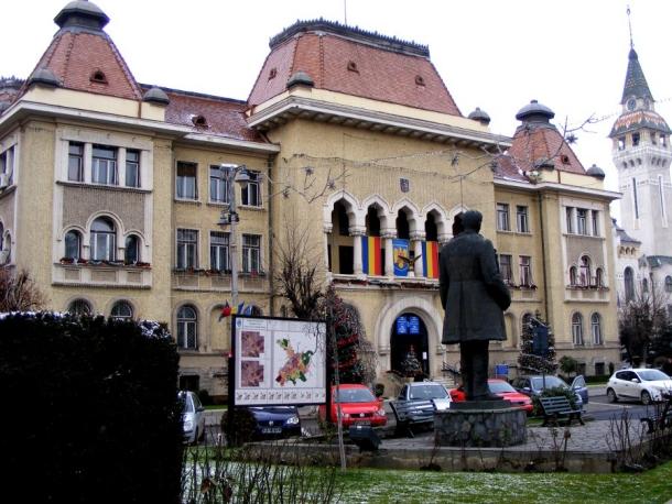 statuia primarului targu mures