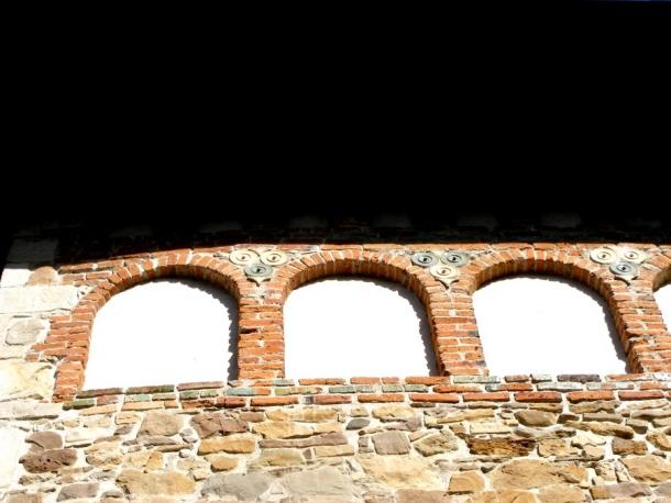biserica borzesti decoratii exterioare