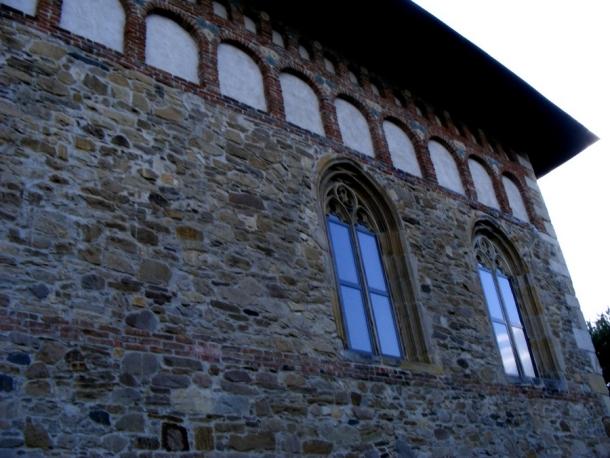 biserica borzesti ferestre gotice